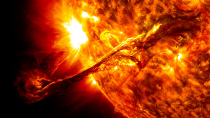 Giant_prominence_on_the_sun_erupted