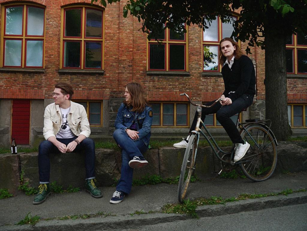 LÅNGFINGER: Gothenburg Power Trio Set To Begin European Winter Tour With Captain Crimson And Orsak:Oslo On Select Dates