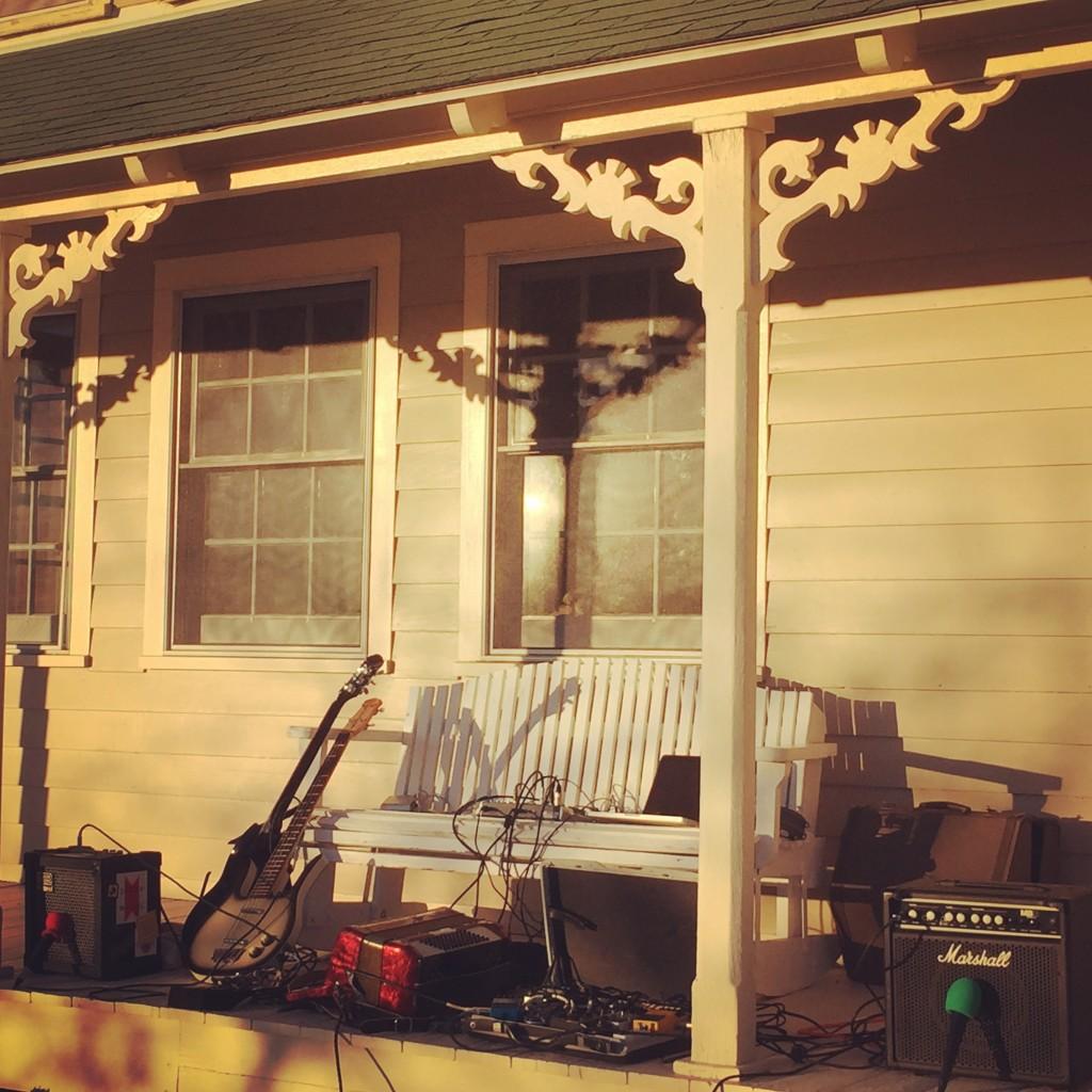 megalophobe-porch2