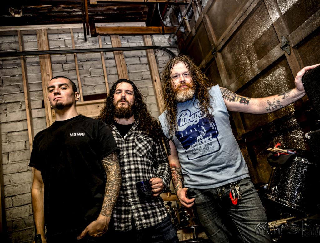 MOS GENERATOR: Washington-Based Heavy Rock Trio Premieres